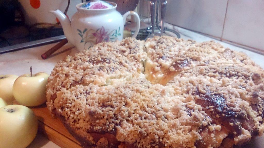 """Фото рецепта - Дрожжевой пирог """"Яблочные рожки"""" - шаг 18"""