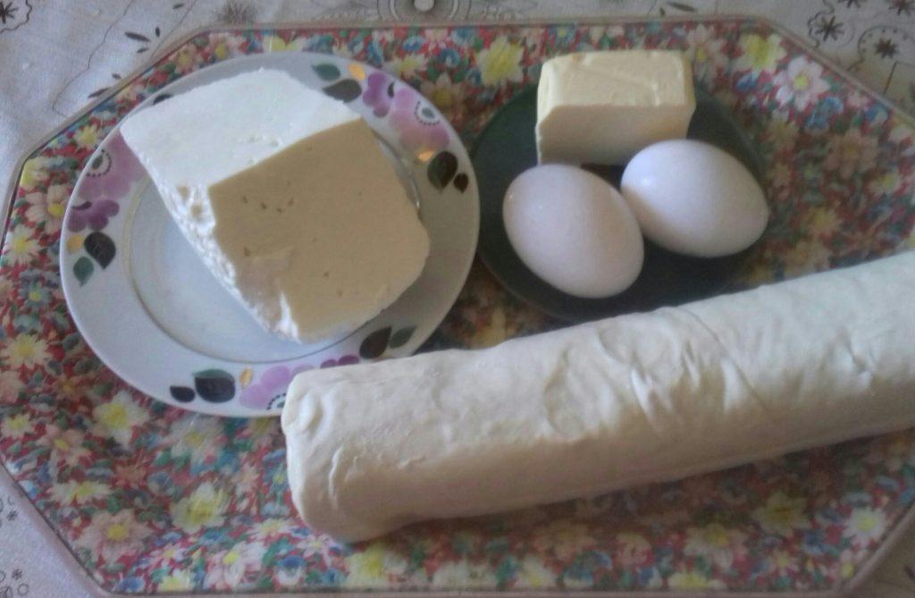 Фото рецепта - Слоенный Хачапури с сыром - шаг 1