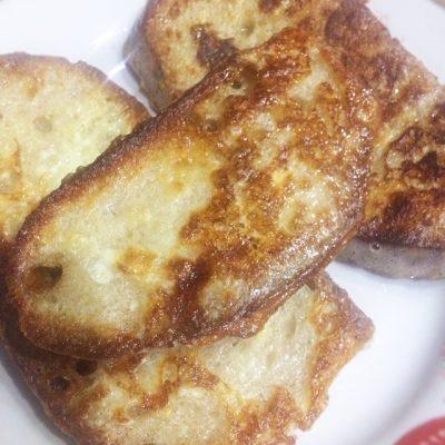 Домашние гренки с яйцом – вкусный завтрак - рецепт с фото
