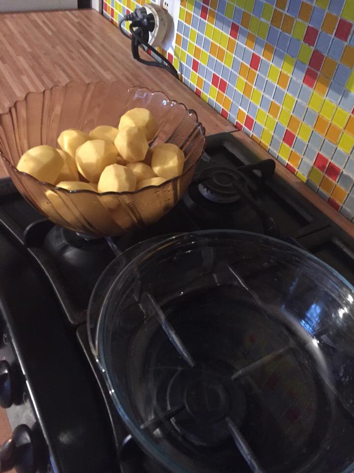 Фото рецепта - Запеченная картошка и курицей в сметане - шаг 2
