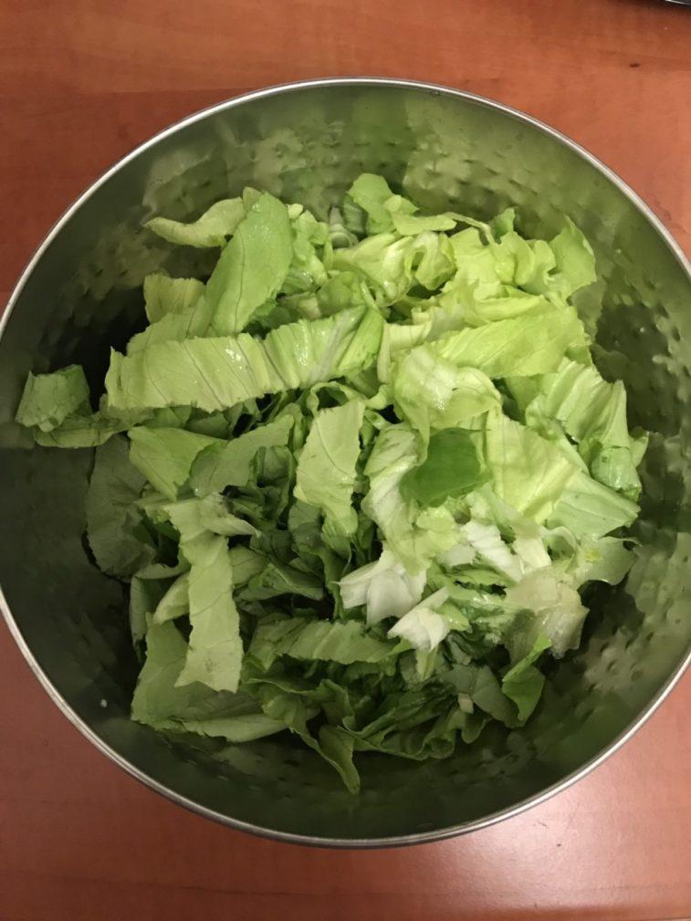 Фото рецепта - Диетический салат с моцареллой - шаг 1