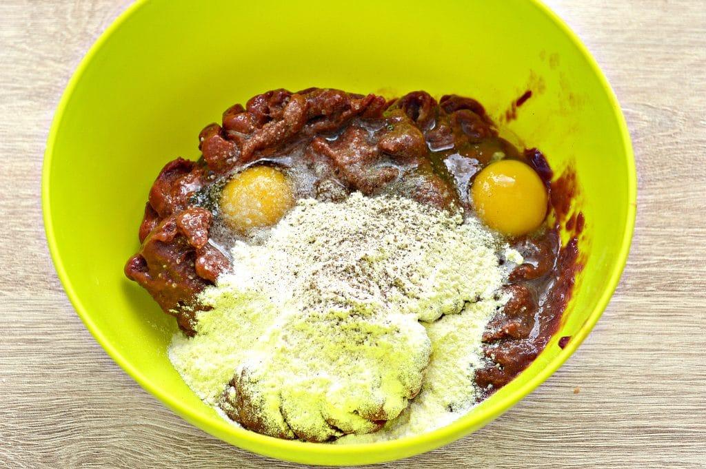 Фото рецепта - Печеночный торт из печени - шаг 1