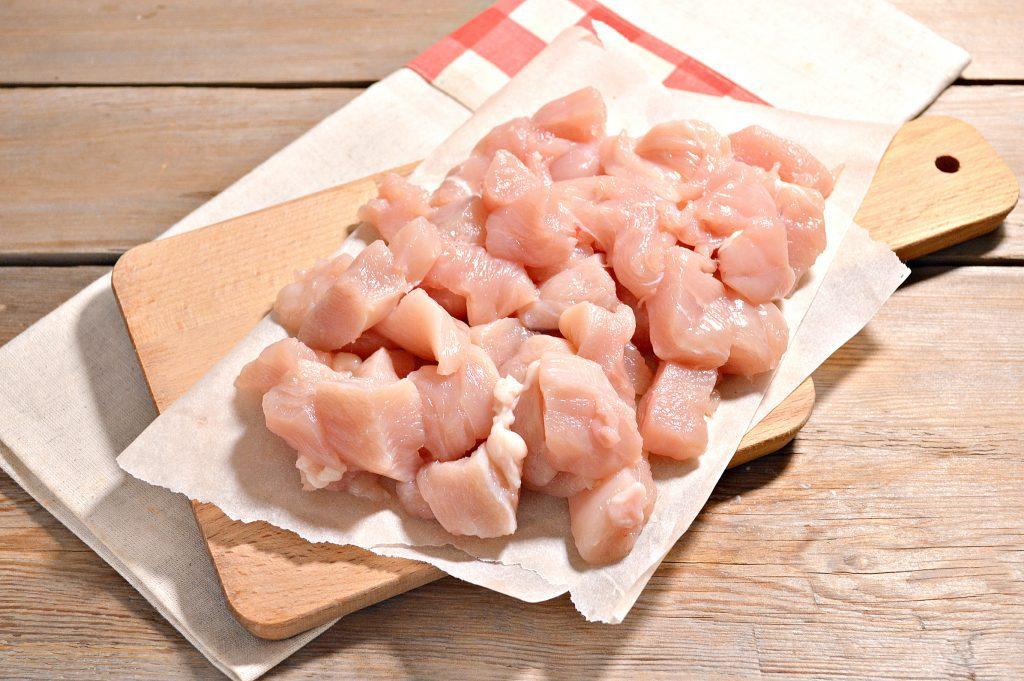 Фото рецепта - Спагетти с подливой из куриной грудки - шаг 1