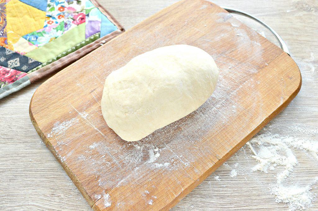 Фото рецепта - Чебуреки с творогом - шаг 1