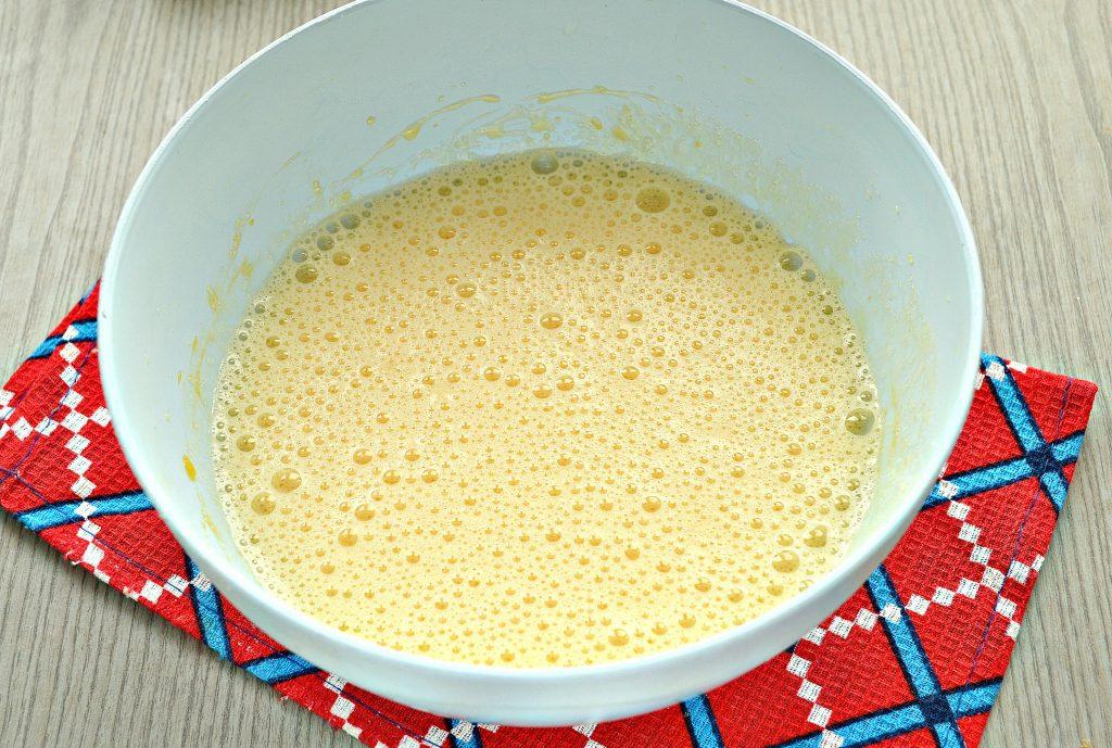 Фото рецепта - Заливная лимонная шарлотка с яблоками - шаг 1