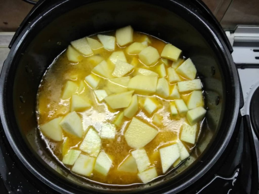 Фото рецепта - Рагу из курицы с картошкой - шаг 5