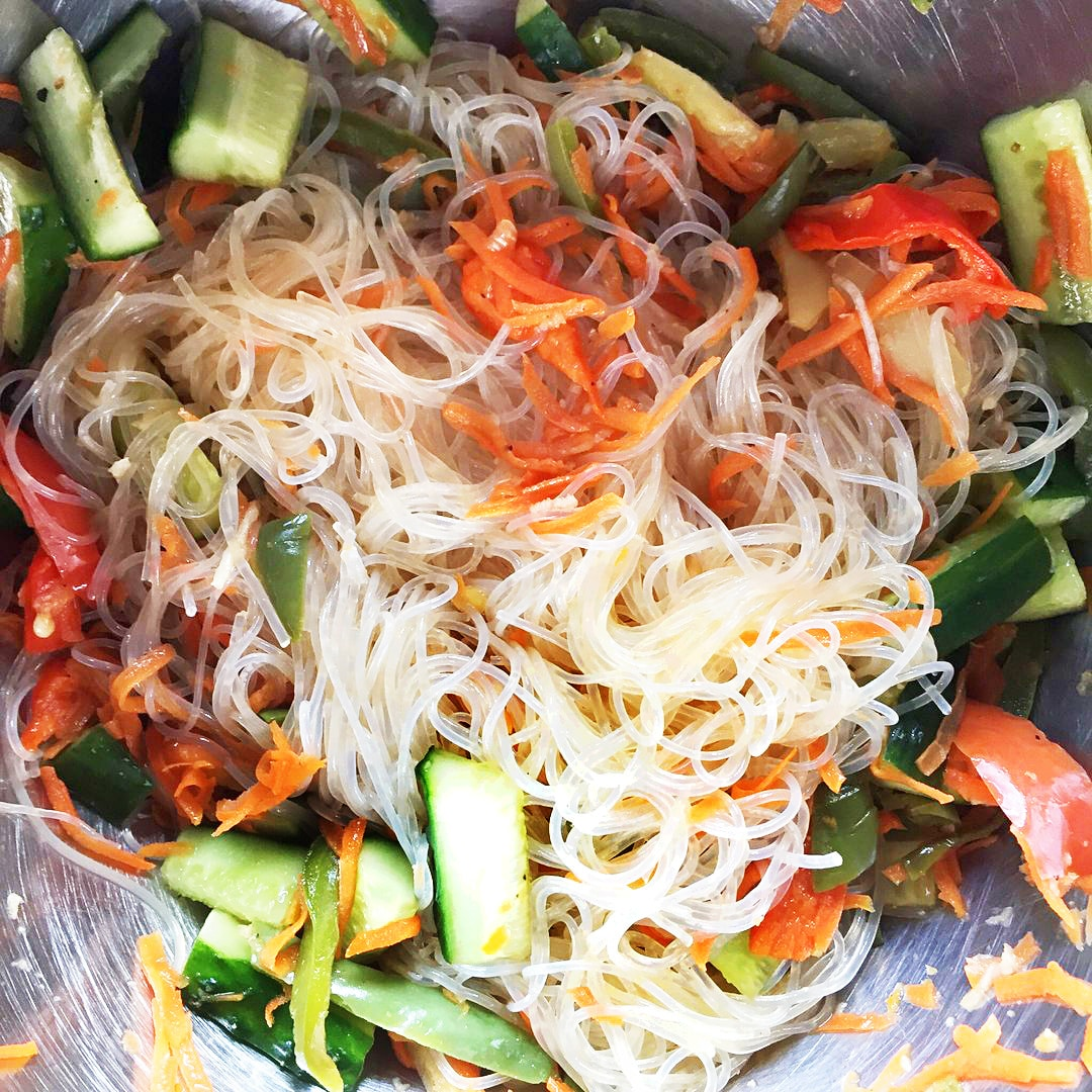 Гарнир – фунчоза (рисовая лапша) с овощами