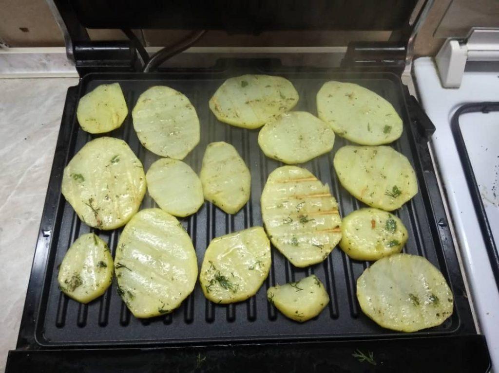 Фото рецепта - Гарнир – картофель на гриле - шаг 4