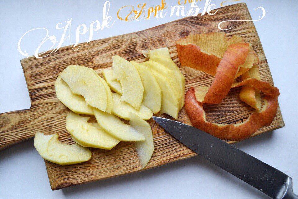 Фото рецепта - Яблочный крамбл - шаг 4