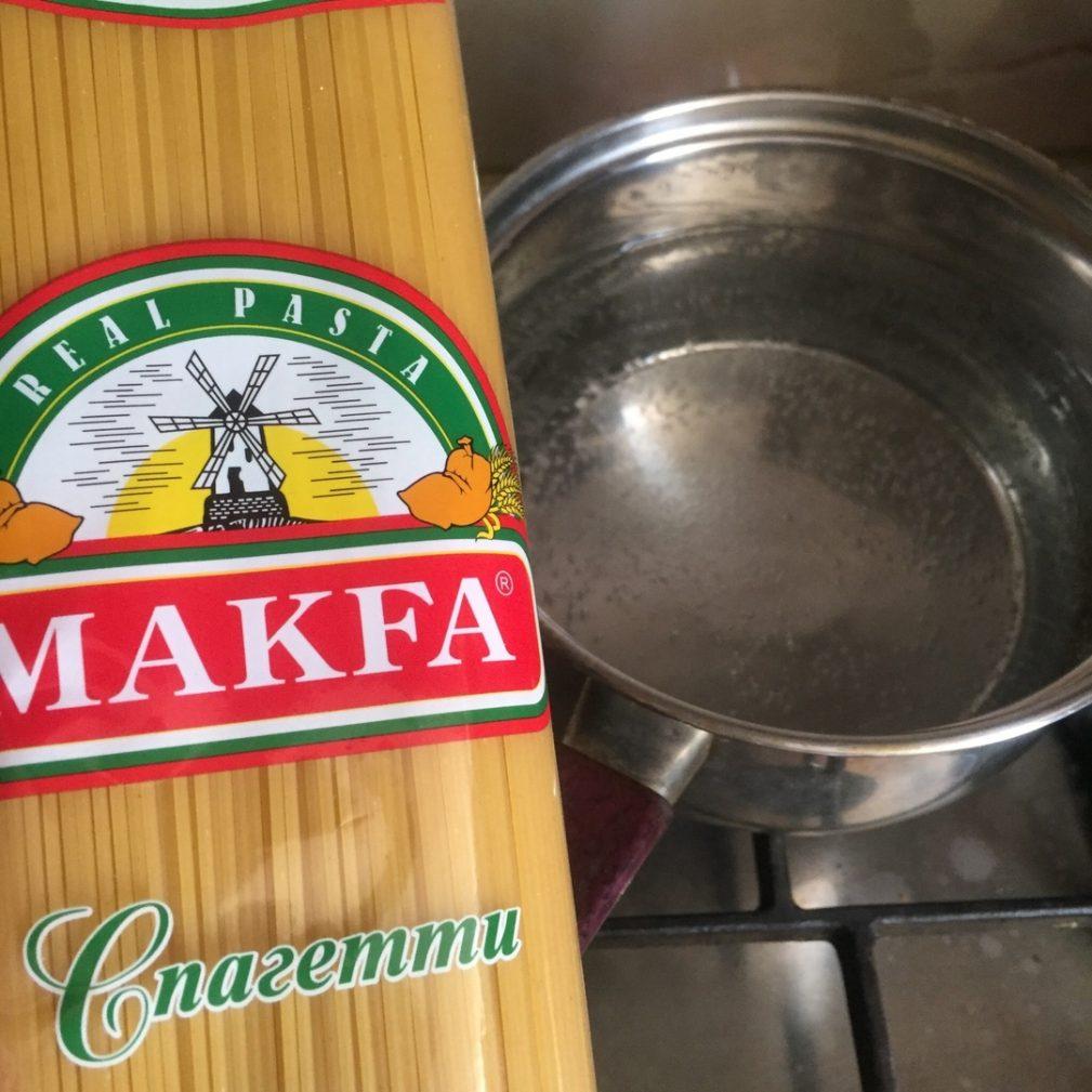 """Фото рецепта - Спагетти с куриным фаршем или а-ля """"Макароны по-флотски"""" - шаг 2"""