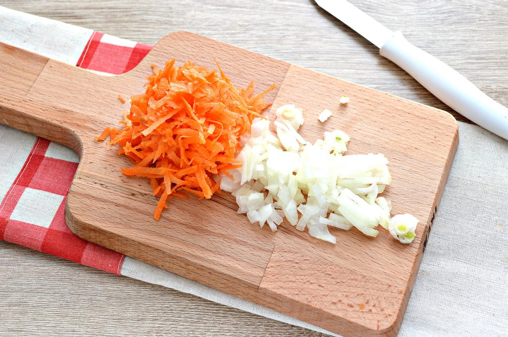 Фото рецепта - Капуста белокочанная, тушенная с картофелем - шаг 2