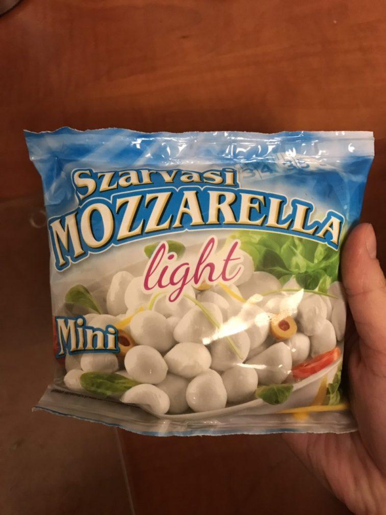 Фото рецепта - Диетический салат с моцареллой - шаг 2