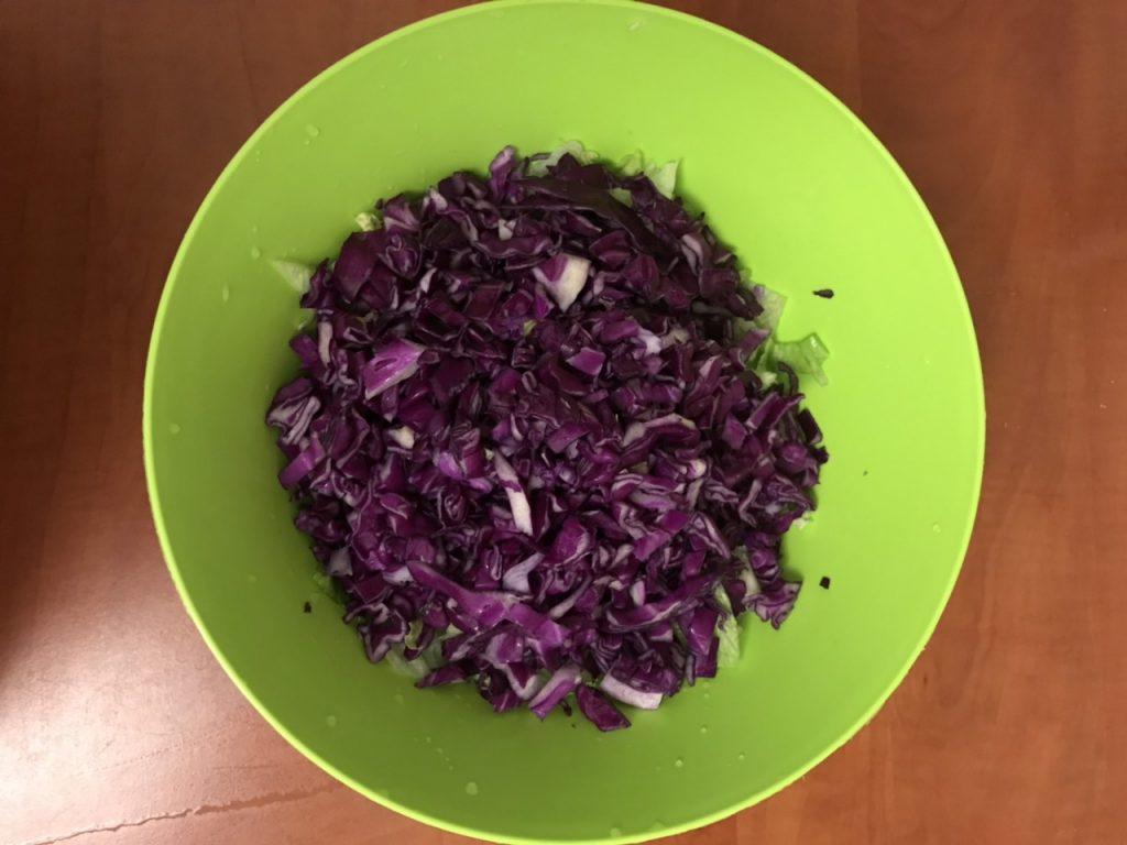 Фото рецепта - Капустный салат для детокса - шаг 2