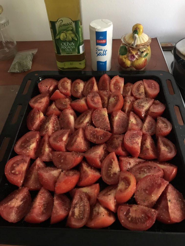 Фото рецепта - Вяленые помидоры и болгарский перец в оливковом масле - шаг 2