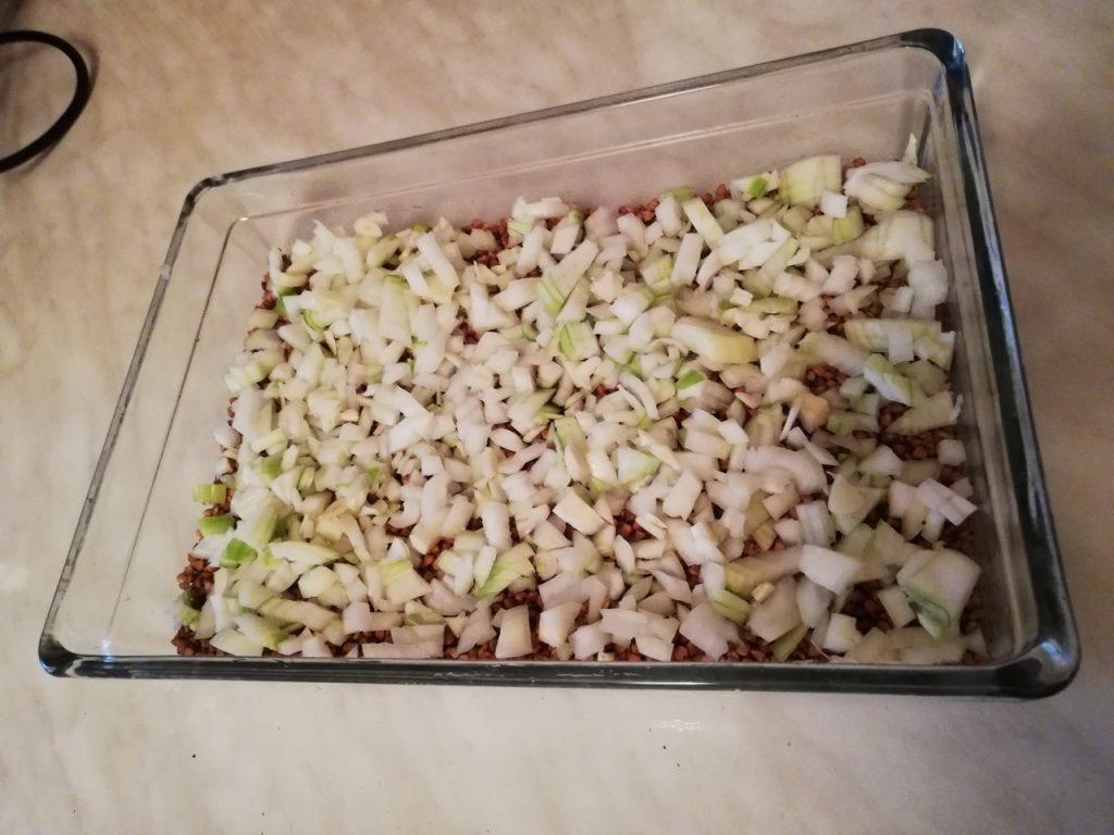 Фото рецепта - Запеканка с гречкой и курицей - шаг 2