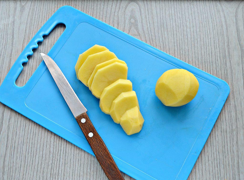 Фото рецепта - Картофель, запеченный в фольге с салом - шаг 2