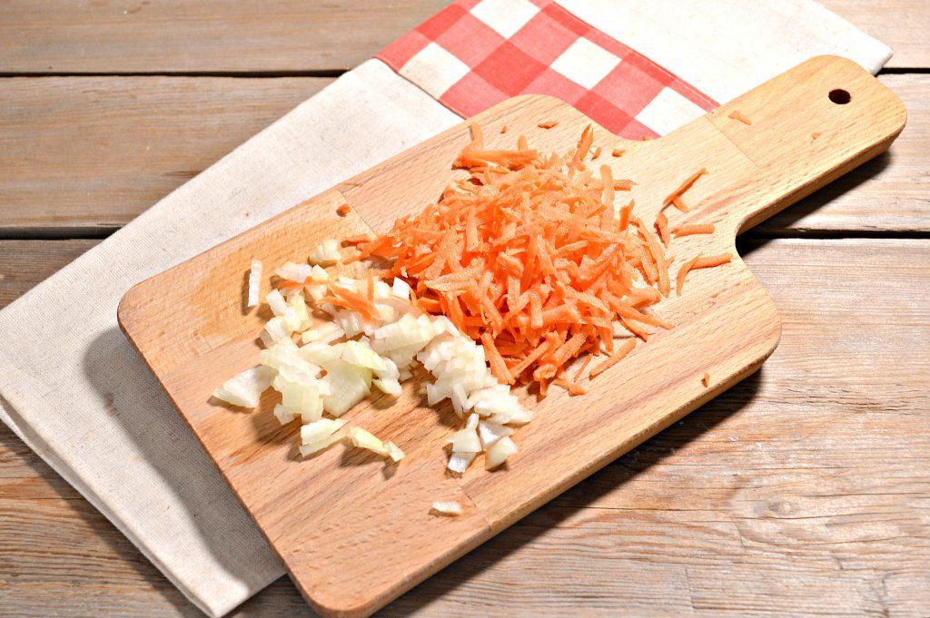 Фото рецепта - Спагетти с подливой из куриной грудки - шаг 2
