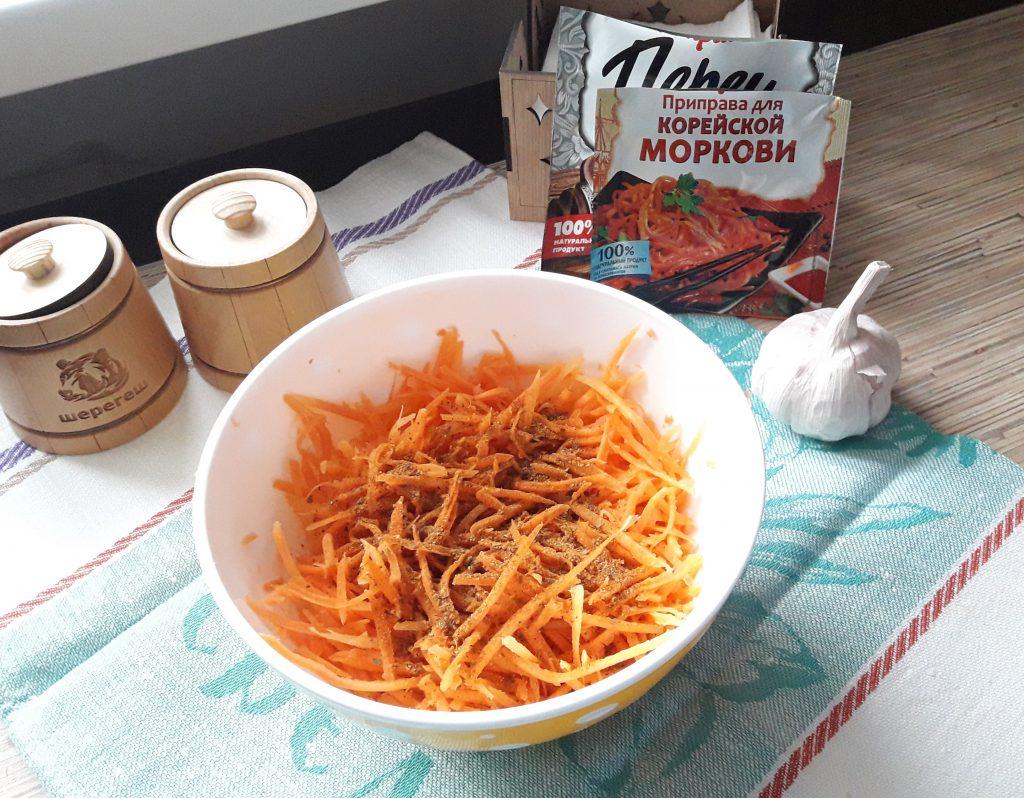 """Фото рецепта - Салат """"Морковь по-корейски"""" с мясом - шаг 2"""