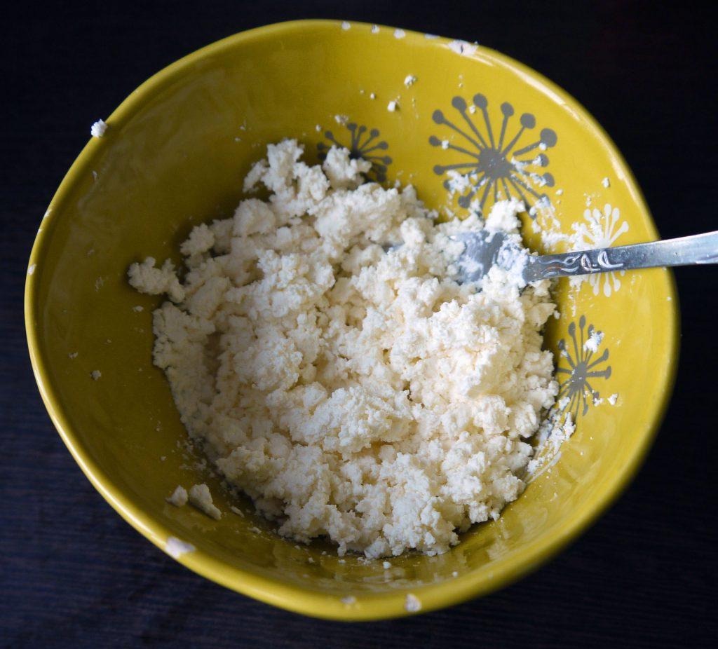 Фото рецепта - Пикантная сырная закуска с болгарским перцем - шаг 2