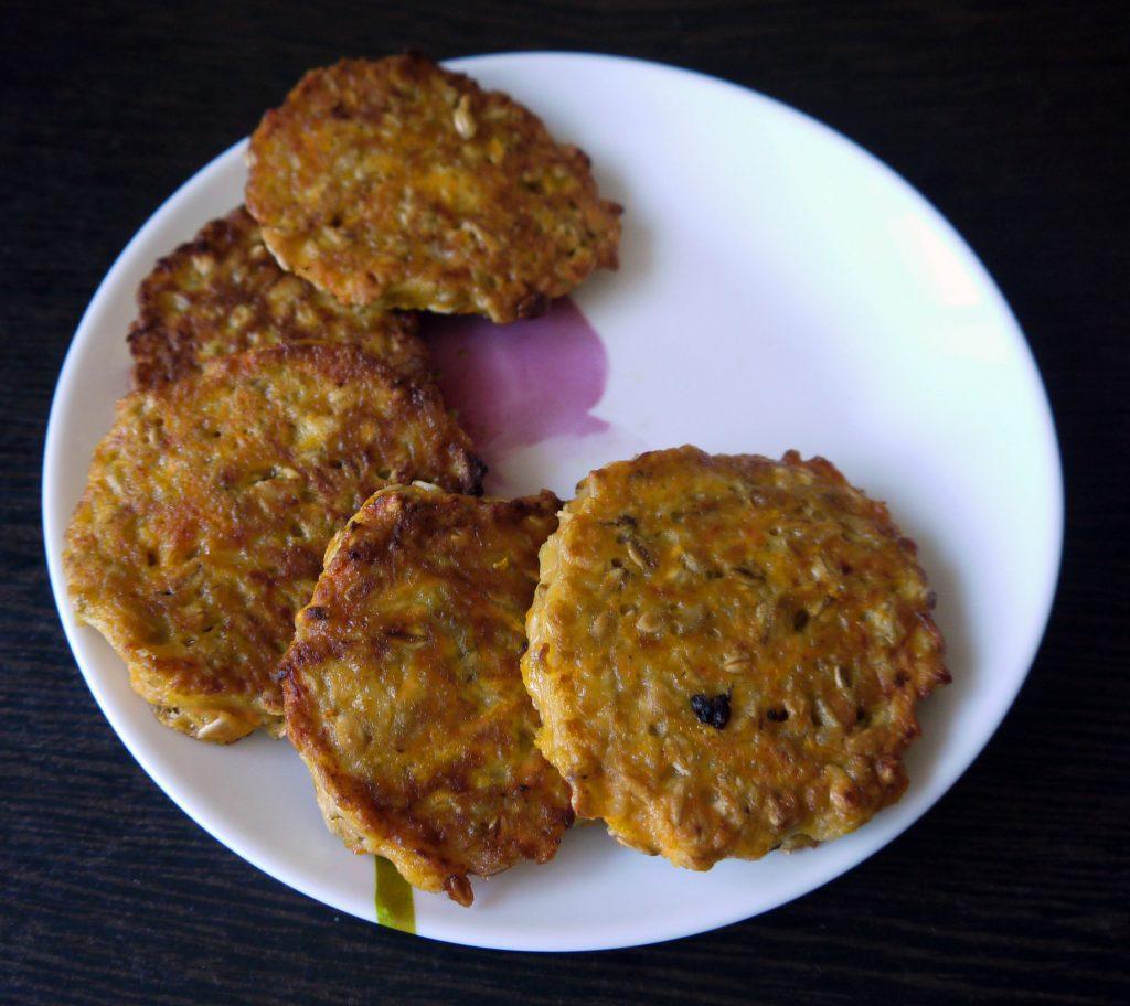 Фото рецепта - Морковно-овсяные оладьи - шаг 10