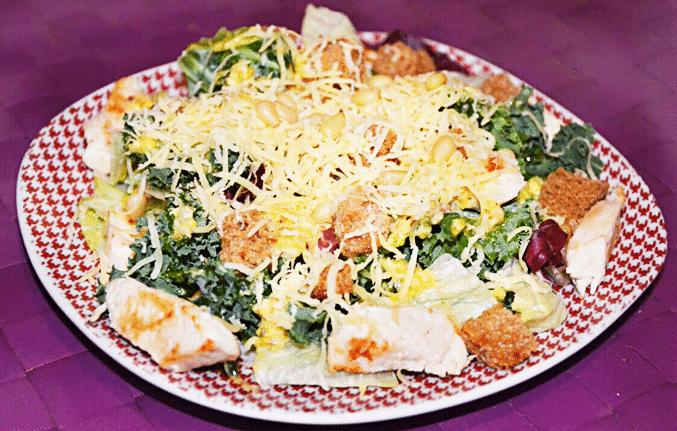 Салат с куриной грудкой «Цезарь» по-новому