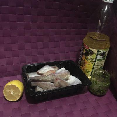 Фото рецепта - Жареный хек в соусе «Песто» - шаг 1