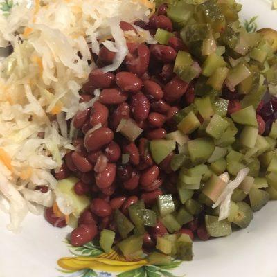 Фото рецепта - Винегрет с фасолью и квашеной капустой - шаг 7