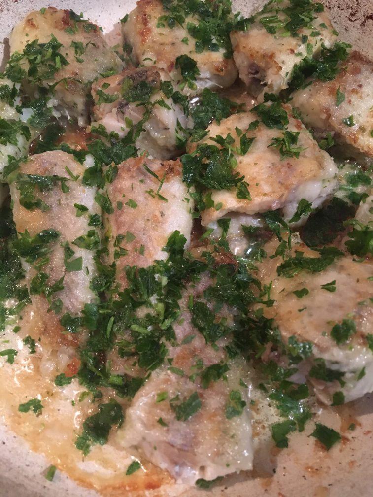Фото рецепта - Жареный хек в соусе «Песто» - шаг 3