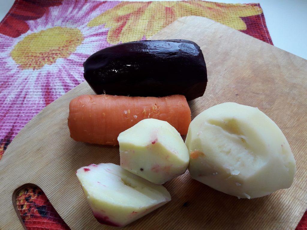 Фото рецепта - Слоеный салат – селёдка под шубой - шаг 1
