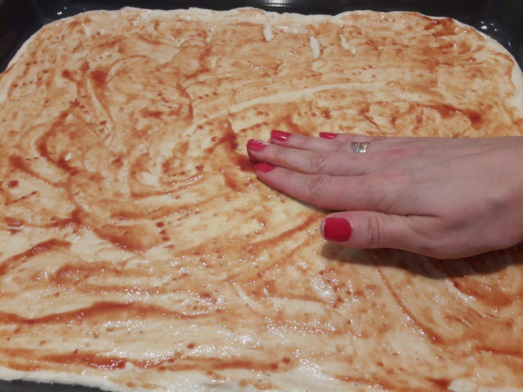 Фото рецепта - Пицца на дрожжевом тесте с мясом - шаг 9
