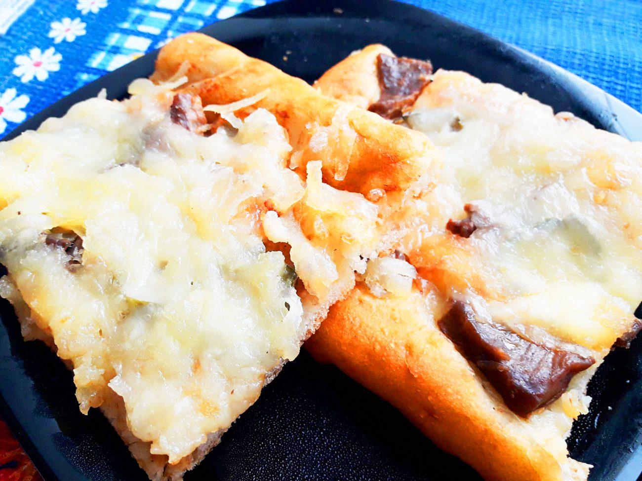Пицца на дрожжевом тесте с мясом