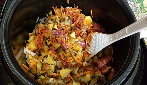 Фото рецепта - Рассольник с рисом на говядине без обжарки, в мультиварке - шаг 7