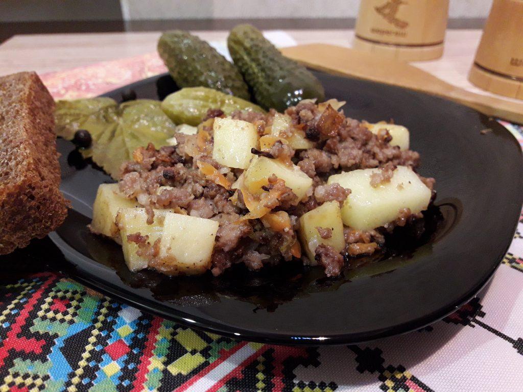 Фото рецепта - Картофель, жаренный с фаршем - шаг 7