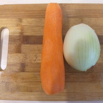 Фото рецепта - Гороховый суп говядиной и копченой колбасой - шаг 3