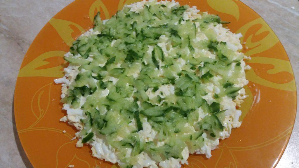 Фото рецепта - Слоеный салат с курицей и рисом - шаг 4