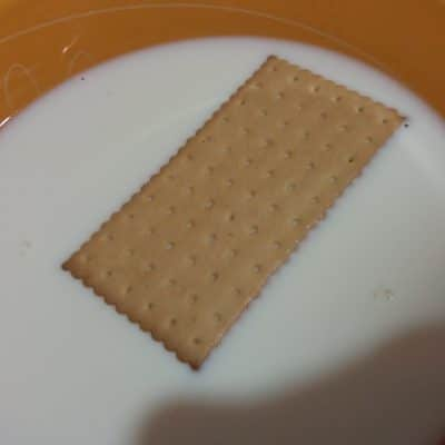 """Фото рецепта - Торт """"Наполеон"""" из печенья с творогом - шаг 2"""