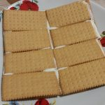 """Фото рецепта - Торт """"Наполеон"""" из печенья с творогом - шаг 3"""