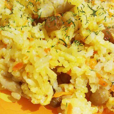 Пикантный плов из курицы с изюмом - рецепт с фото