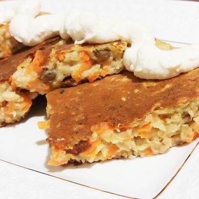 Морковный овсяноблин с изюмом - рецепт с фото