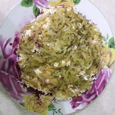 Фото рецепта - Свекольный салат с яйцами и огурчиками - шаг 3