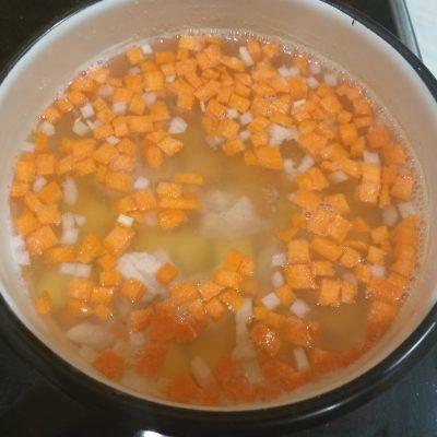 Фото рецепта - Быстрый куриный суп с вермишелью - шаг 2