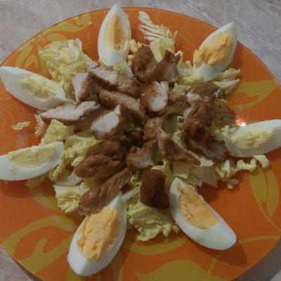Фото рецепта - Салат из индейки с пекинской капустой и гранатом - шаг 5