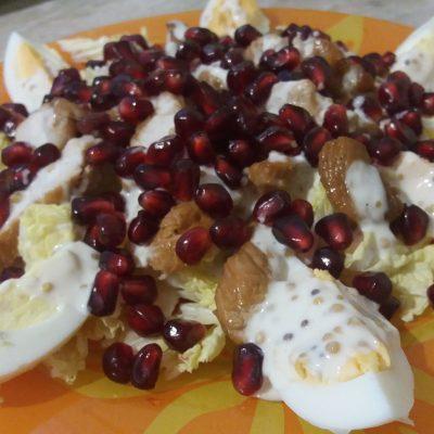Фото рецепта - Салат из индейки с пекинской капустой и гранатом - шаг 6
