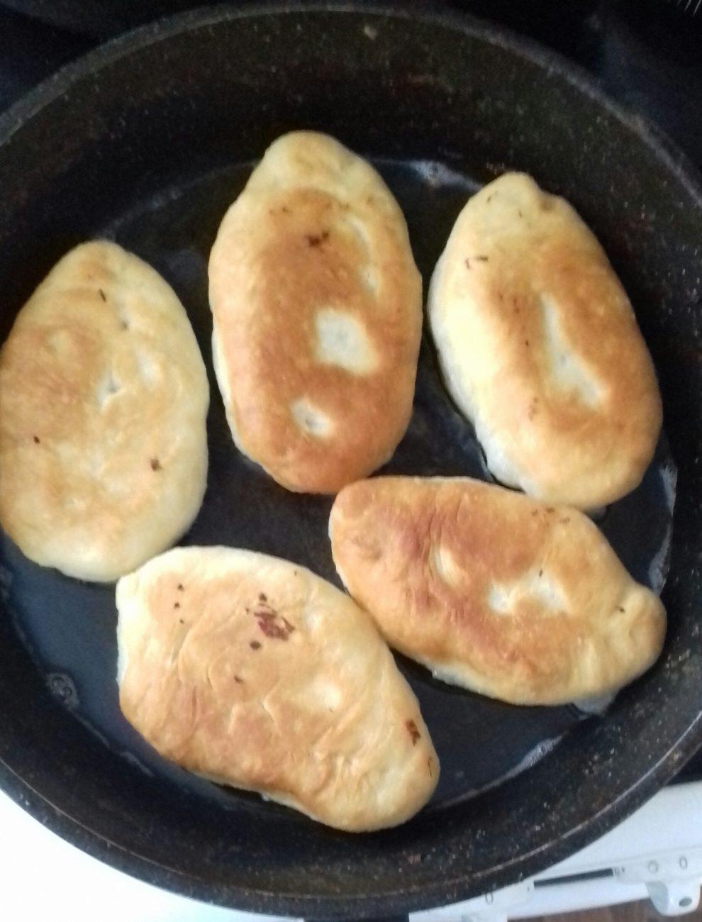 Пирожки на дрожжевом тесте с предсердием и рисом