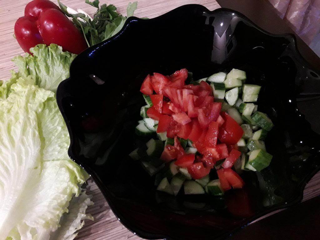 """Фото рецепта - Салат """"Свежесть"""" из овощей - шаг 3"""