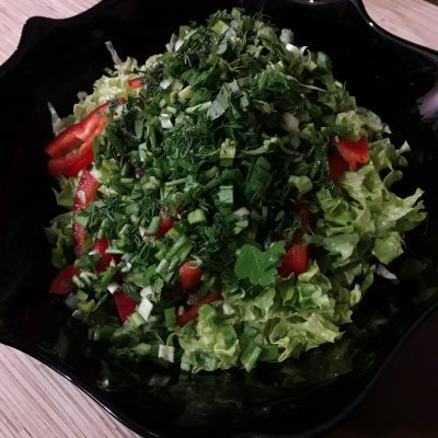 """Фото рецепта - Салат """"Свежесть"""" из овощей - шаг 6"""