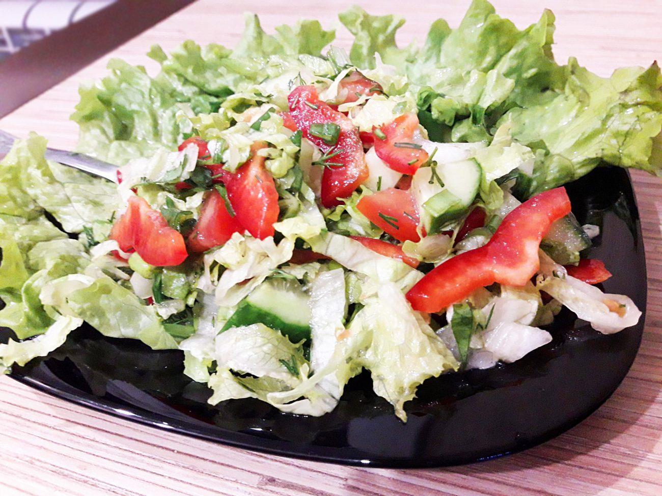 """Салат """"Свежесть"""" из овощей"""