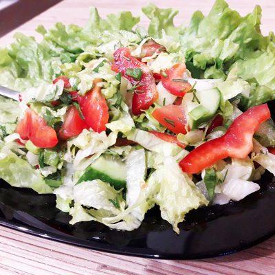 """Салат """"Свежесть"""" из овощей - рецепт с фото"""