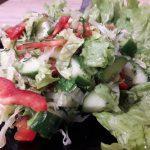 """Фото рецепта - Салат """"Свежесть"""" из овощей - шаг 7"""