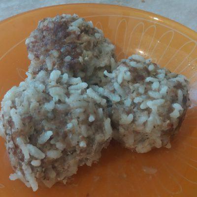 Фото рецепта - Тефтели-ёжики из говядины с рисом - шаг 6
